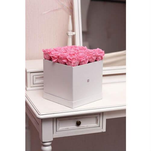 Стилна кутия с рози